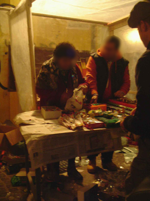 Une «bancarella» (it. «étal») vendant des feux d'artifices