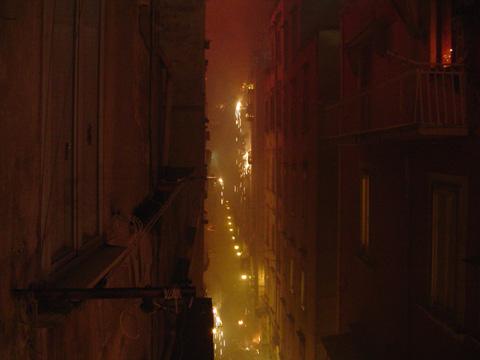Embrasement des Quartieri Spagnoli à minuit
