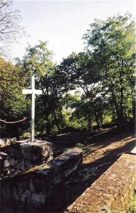 Double cimetière abandonné.